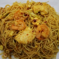 Singapore Rice Noodles & The Compliment Challenge